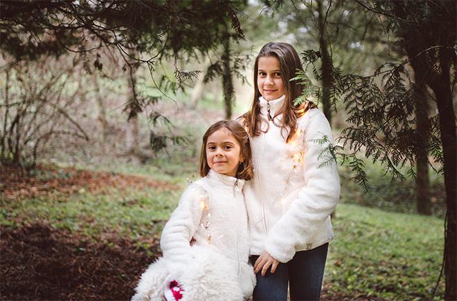 vidám karácsonyi családi fotózás Pécs környékén